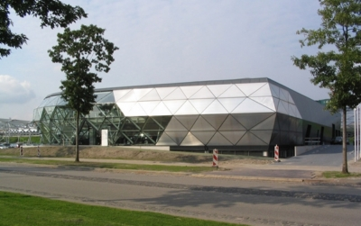 荷兰ekris宝马展厅设计