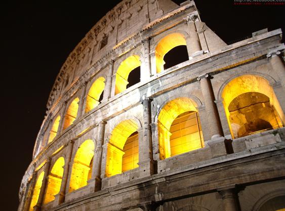 罗马式半圆形的拱券结构深受