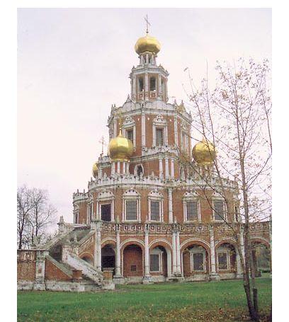 塔形式样结构与民俗浮雕为主的俄式建筑