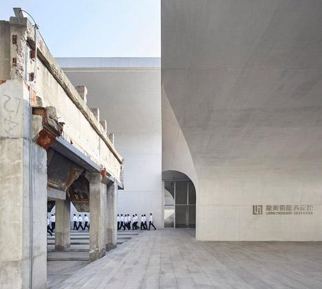 大舍建筑设计事务所设计的上海龙美术馆潍柴门头广告设计图片